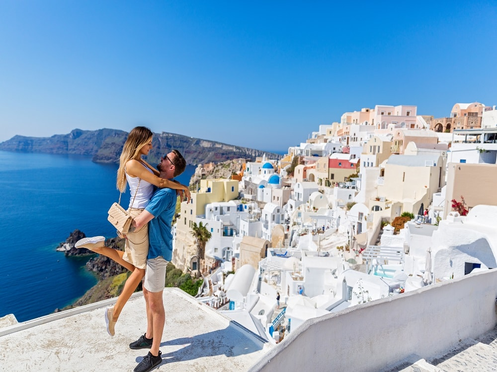 holidayme_best_honeymoon_places_feature3_shutterstock_630924611-min