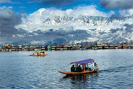 Mughal Sheraton Group Of Houseboats: Paradise On Earth!