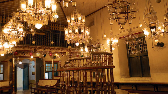 Paradesi Synagogue – Marvel At Age-Old Antiques