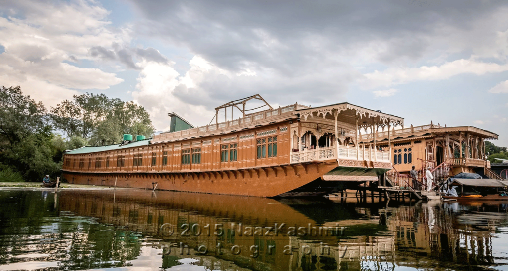 Naaz Kashmir: Houseboat Of Your Dreams